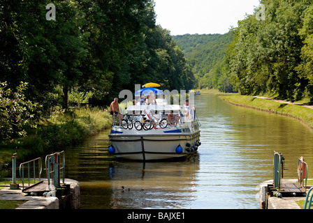 France, Nievre, near Clamecy, cruise on the Canal du Nivernais - Stock Photo