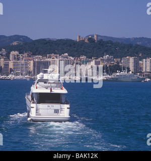 Sanlorenzo SL72 (22 mtrs) luxury superyacht entering the Port of Palma de Mallorca ( with historic Bellver Castle - Stock Photo