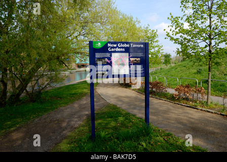 New Globe Tavern Gardens in Mile End Park London - Stock Photo