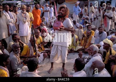 India, Maharashtra State, Nasik, Kumbh Mela, Hindu pilgrimage, singing Sadhu - Stock Photo