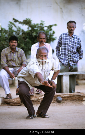 India, Pondicherry Territory, Pondicherry, French consulate, Petanque game - Stock Photo
