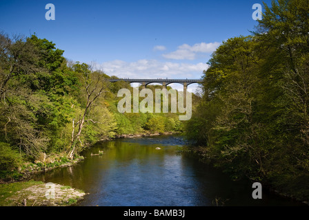 The Pontcysyllte Aqueduct carries the Llangollen canal over the river Dee in North Wales - Stock Photo
