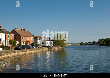 Idylic view of houses around emsworth mill pond on summers evening - Stock Photo