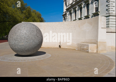 London Whitehall Memorial to the 202 innocent victims of terrorism in Kuta , Bali , Indonesia 12 October 2002 statue - Stock Photo