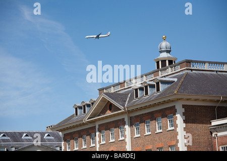 a jet flying low over Richmond upon Thames Riverside to land at Heathrow - Stock Photo