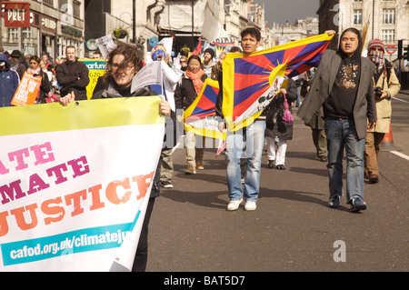 Protesters at the G20 climate emergency march in London 2009 - Stock Photo