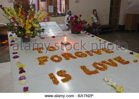 mother teresa of calcutta tomb  calcutta  india - Stock Photo