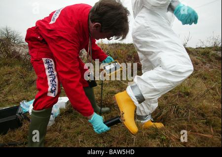 On the ground action training for Greenpeace Radiation Safety Advisors Measuring radiation levels - Stock Photo