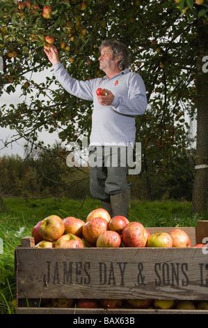 Keith Goverd West Country apple juice maker based in Compton Dando near Bath Avon England - Stock Photo