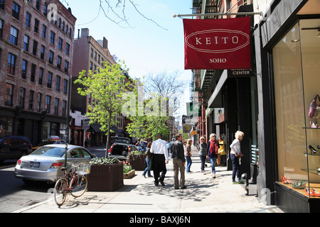 Shoppers in Soho Keito Shoes on West Broadway New York City - Stock Photo