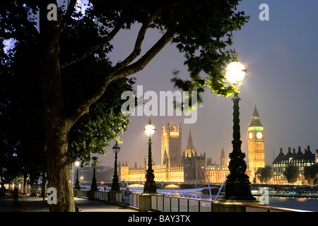 View from Queens Walk towards the Houses of Parliament with Big Ben, Clock Tower, Southwark, London, England, Europe