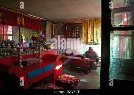 Monk waiting for lunch in the prayer room and dining room, Santa Temple, Mount Wutai, Wutai Shan, Five Terrace Mountain, Buddhis