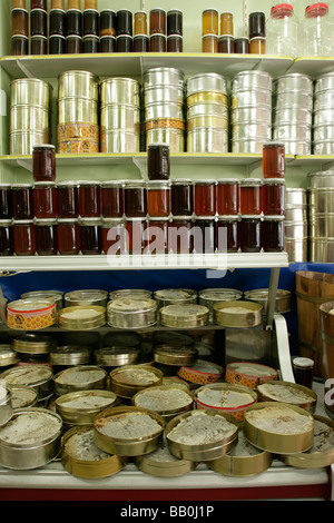 Balci Nuri Shop selling honey in the Zeyrek area of Istanbul, Turkey - Stock Photo