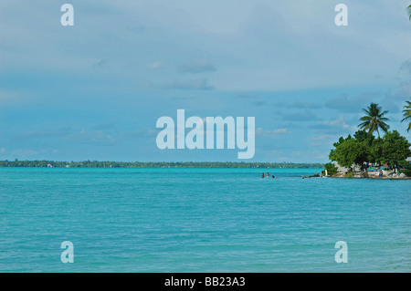 REPUBLIC OF KIRIBATI, South Tarawa. Small island in a blue turquoise sea, with houses and laundry drying under coconut - Stock Photo