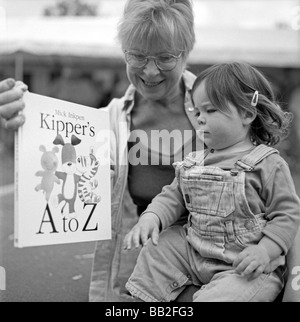 Black and white photo of grandparent showing her grandchild a Mike Inkpen 'A to Z'  alphabet book at Hay Festival - Stock Photo
