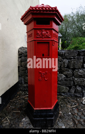 Red Pillar post postal letter Box tradition traditional icon iconic postal system 1920s - Stock Photo