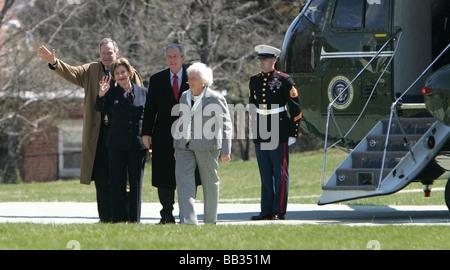 President George W Bush And First Lady Laura Bush Kiss