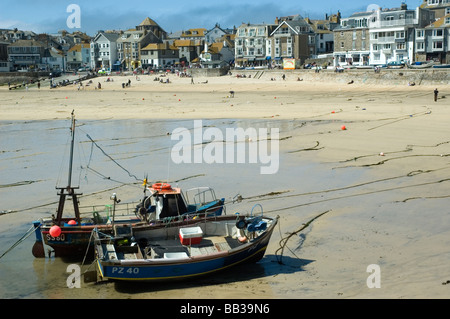 Fishing boats drawn up on the beach at St Ives, Cornwall, England. - Stock Photo