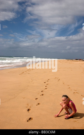 USA Hawaii Kauai Barking Sands Beach child playing in the sand MR - Stock Photo