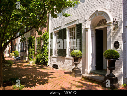 ALEXANDRIA VIRGINIA USA Historic houses on Queen Street in Old Town - Stock Photo