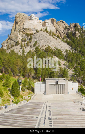USA, South Dakota. Overview of Mount Rushmore National Memorial in daytime with visitor's ampitheater in foreground. - Stock Photo