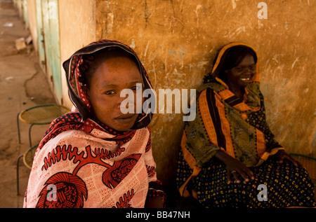 Women sellin tea on Hai el-Arab Souq in Omdurman, Sudan. - Stock