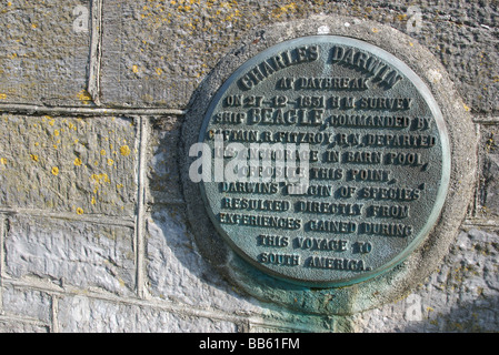 Plaque commemorating Charles Darwin's HMS Beagle anchorage at Barn Pool and South American voyage, Plymouth, Devon, - Stock Photo