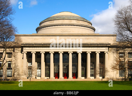 Building 10 with the Great Dome overlooking Killian Court, Massachusetts Institute of Technology MIT Cambridge Massachusetts - Stock Photo