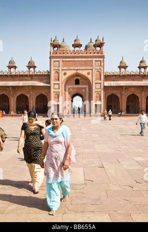 Visitors and Shahi Darwaza Gate, Jama Masjid Mosque complex, Fatehpur Sikri, near Agra, Uttar Pradesh, India - Stock Photo