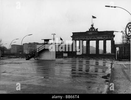 geography / travel, Germany, Berlin, wall, barrier at Brandenburg Gate, 1971 sectoral border, East Germany, GDR, - Stock Photo