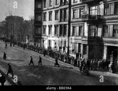 events, Great Depression 1929 - 1933, queue outside of a job centre, Potsdam, Germany, circa 1930, historic, historical, - Stock Photo