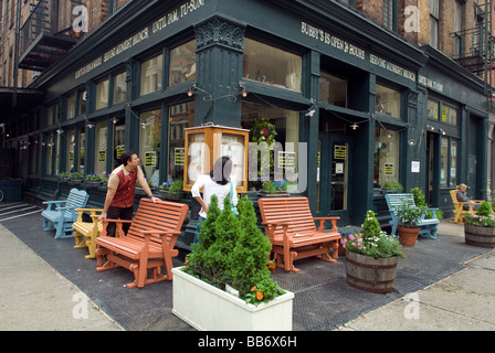 Diners peruse the menu at Bubby s Restaurant and Bar in the Tribeca neighborhood of New York - Stock Photo
