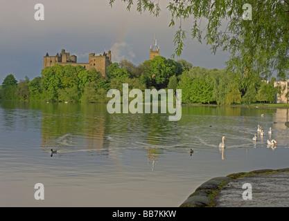 Linlithgow Palace Loch Linlithgow West Lothian Scotland June 2008 - Stock Photo