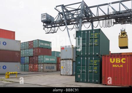 Bonn Container Terminal, gantry crane lifting a container, bimodal handling, North Rhine-Westphalia, Germany, Europe