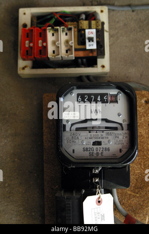 old style fuse box wiring wiring diagram electricity basics 101 u2022 rh casamagdalena us Types of Breaker Box Fuses Old Fuse Boxes for Homes