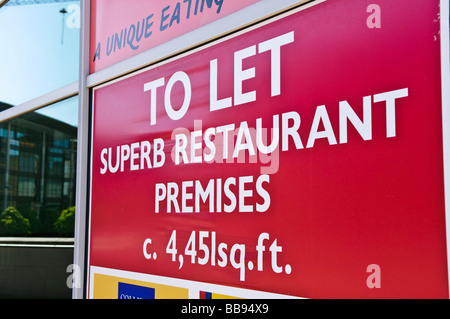 Sign 'To Let: superb restaurant premises' - Stock Photo