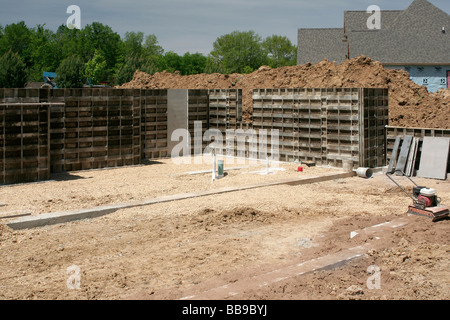 Forming concrete walls simple design easy on the eye how for Poured concrete basement cost