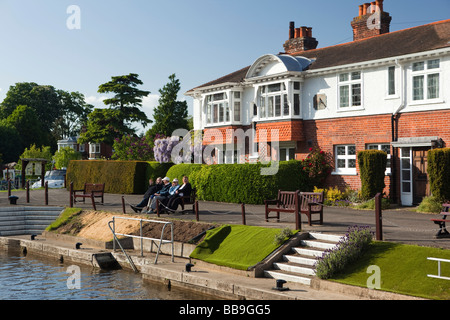 England Buckinghamshire Marlow Lock River Thames riverbank Edwardian house - Stock Photo