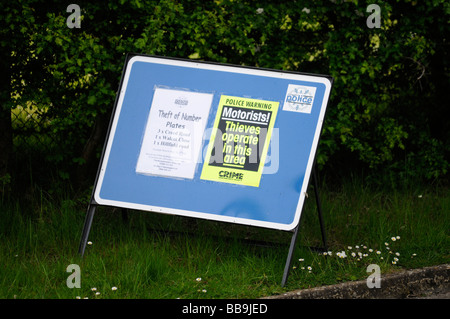 Motorists police warning sign, thieves operate in this area. Theft of number plates in Oundle, Northamptonshire, - Stock Photo