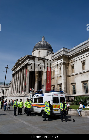 Police - Metropolitan Police Officers preparing for duty outside the National Gallery in London. - Stock Photo