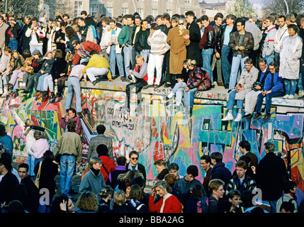 People on the Wall at the Brandenburg Gate, the day after the fall of the Berlin Wall, Berlin, Germany, Europe - Stock Photo