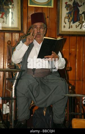 Traditional story teller or 'hakawati' at the Al- Nawfars coffee house Damascus - Stock Photo