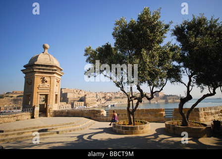 MALTA. Safe Haven Gardens in Senglea, with a vedette overlooking the Grand Harbour towards Valletta. 2009. - Stock Photo