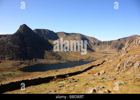 A view of the Ogwen Valley, Snowdonia, North Wales showing Tryfan, the Glyderau mountains, Llyn Ogwen and the Devil's - Stock Photo
