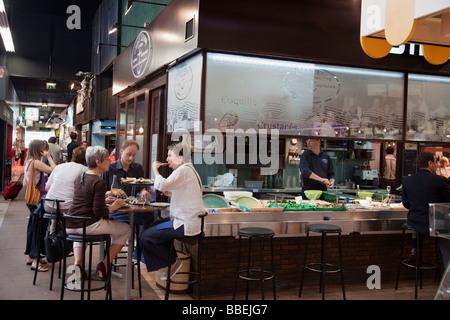 Les halles de lyon paul bocuse gourmet market lyon for Stock cuisine lyon