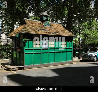 Cabmans shelter. Grosvenor Gardens, Victoria, London, England, UK. - Stock Photo