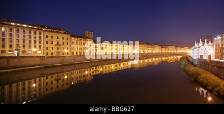 View eastwards over the River Arno, Pisa, Italy, towards Santa Maria della Spina church at night. - Stock Photo