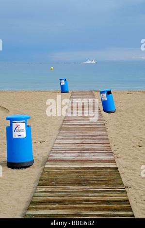 Boardwalk, blue trash can, empty beach, crisis, Playa de Poniente, Ponent, beach, Benidorm, Costa Blanca, Alicante, - Stock Photo