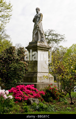 A sculpture of Lord Palmerston erected in Palmerston Park in 1889 by the grateful townspeople of Southampton - Stock Photo