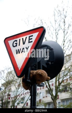 give way - Stock Photo